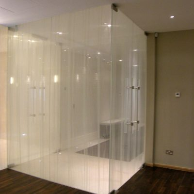 Toughened Laminated doors and screens with fabric interlayer and crystal handles - Hamstead 2009